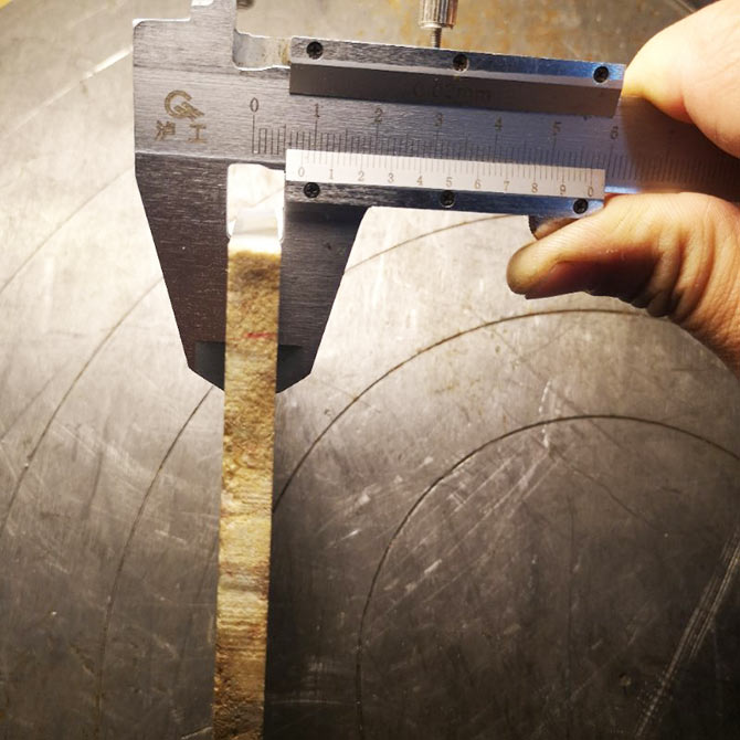 加工实例:硬玉石翡翠糯种直径140mm,切了四小时,误差0.004mm
